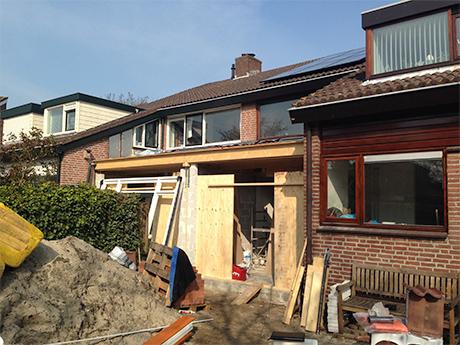 Maassluis: De nieuwe puien staan klaar om geplaatst te worden