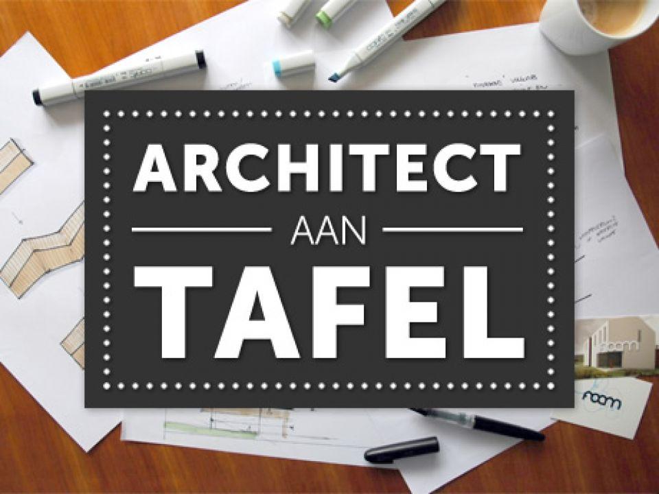 Architect aan tafel